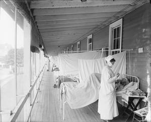"""Foto del Walter Reed Hospital, Washington, D.C., durante 'Great Influenza' del 1918 - 1919, anche detta """"la spagnola"""". I pazienti sono sistemati all'aperto e separati da tende. Fonte: Wikimedia Commons"""